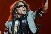 Kelly Hansen Reaches Out To Fans For Foreigner Roadies & Discusses The Band's Future