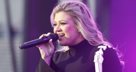 Kelly Clarkson Main
