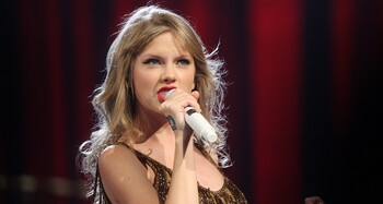 Taylor Swift Eva Rinaldi 1